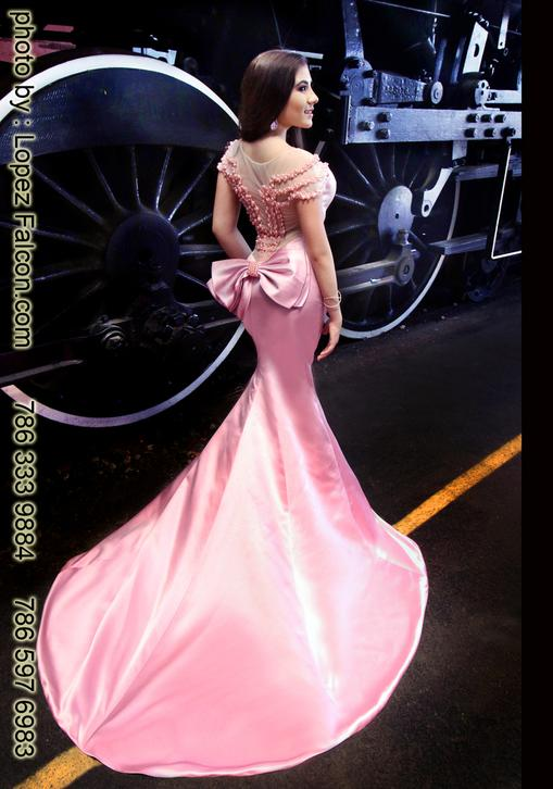 Quinces Miami Quinceanera train trains Station photo shoot Quinces Photography video Dresses