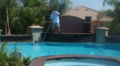 How Much Does A Professional Charge For Pool Cleaning Service ...