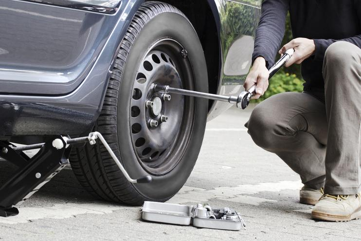 Tire Change Services in Omaha NE | 724 Towing Services Omaha