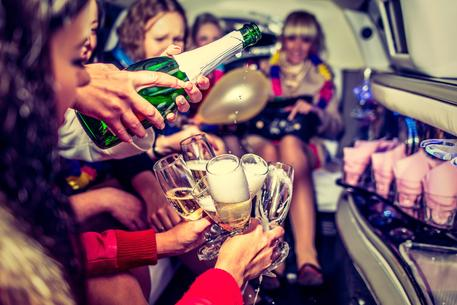"<img src=""BachelorettePartyLimoChampagne.jpg"" alt=""Bachelorette party in Nashville limo with champagne"">"