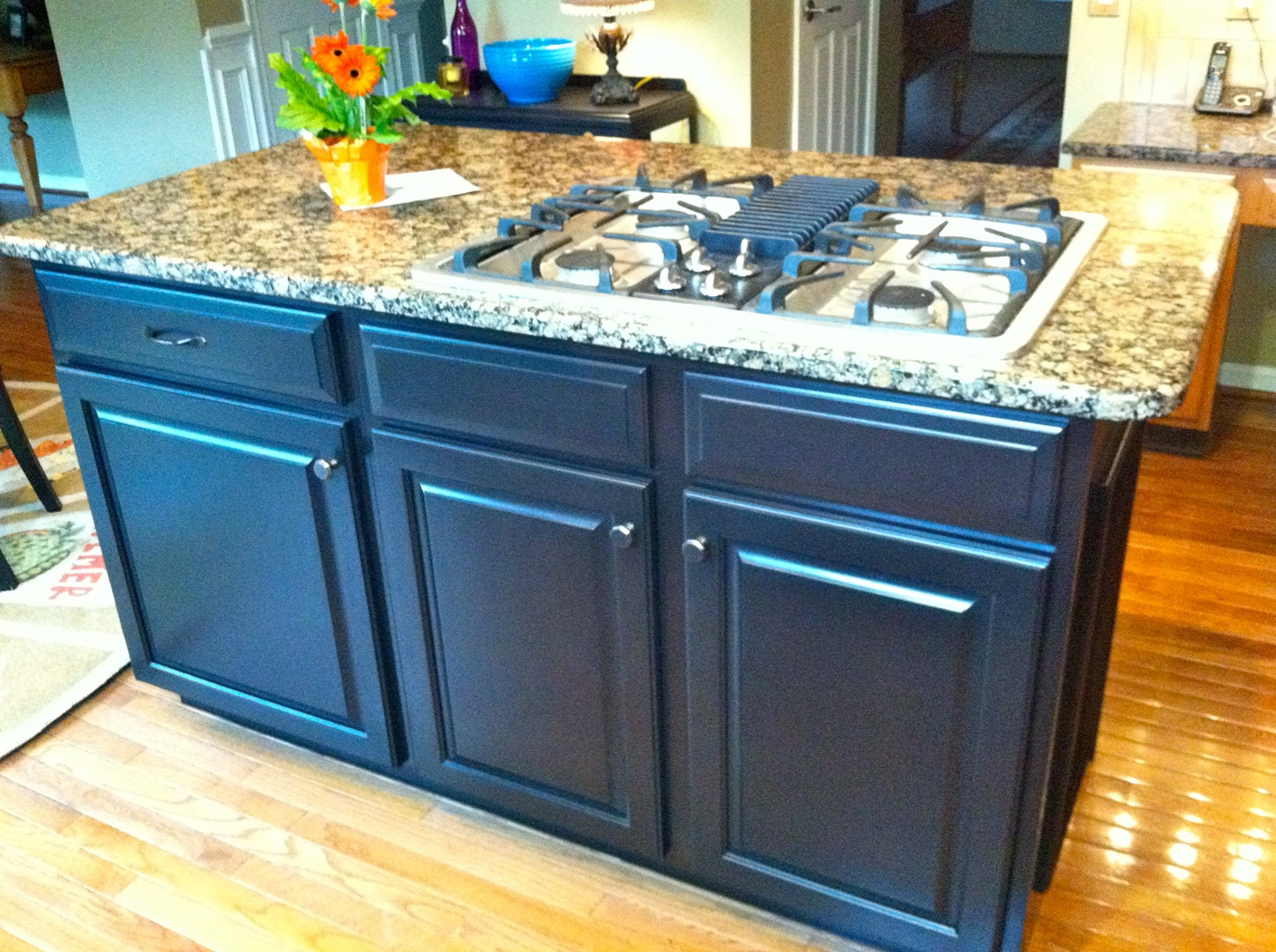 Kitchen & Bath Cabinet Refinishing, Painting, and Refacing