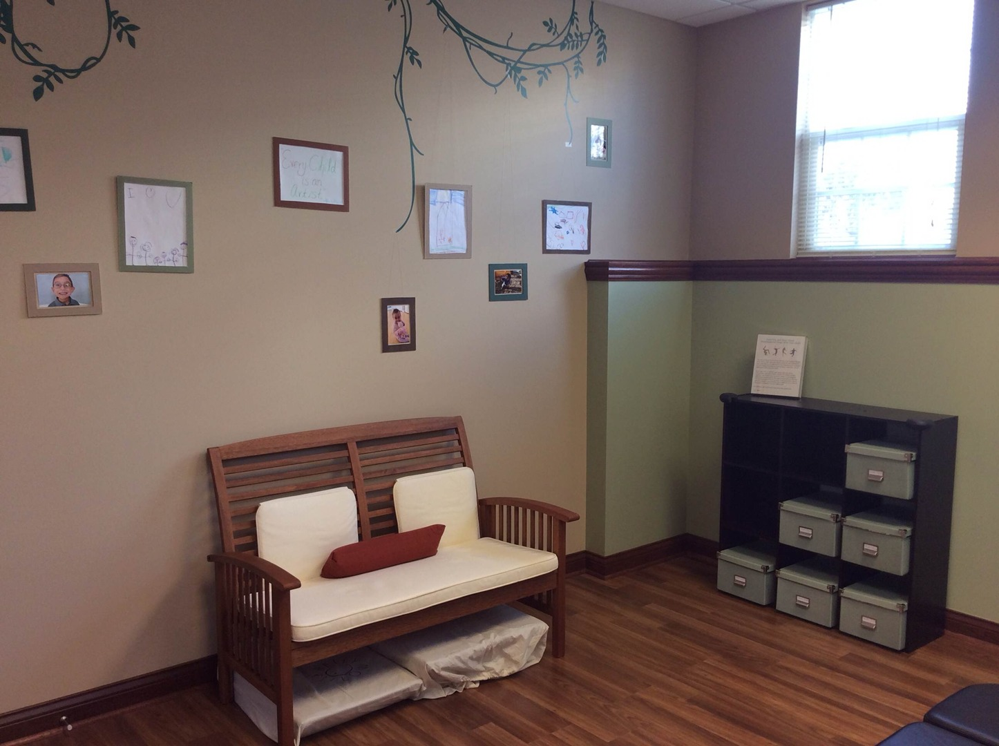 Chiropractic room for kids, moms and babies