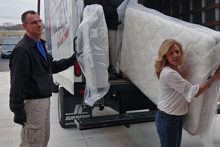 Local Mattress Movers in Lincoln NE | LNK Junk Removal