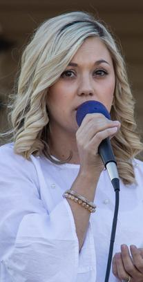 Picture of Hayleigh Smith performing