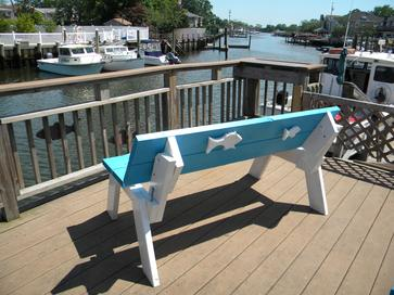 How to make a DIY convertible picnic table that folds into bench seats. www.DIYeasycrafts.com