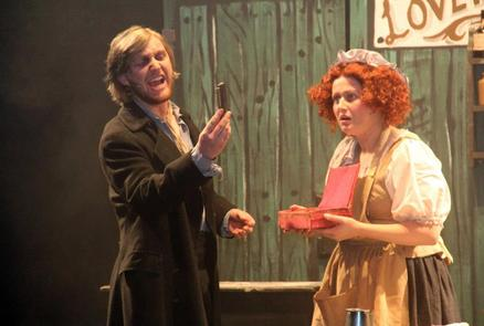 Sweeny Todd (Joseph Tulloch) and Mrs Lovett (Rebecca Evans)