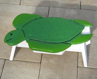 DIY Nautical Decor Sea Turtle Step Stool for todlers. www.DIYeasycrafts.com