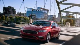 2017 Ford Fusion S and SE