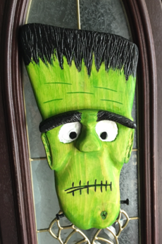 How to make this wood Frankenstein Face Halloween decoration. FREE step by step instructions. www.DIYeasycrafts.com