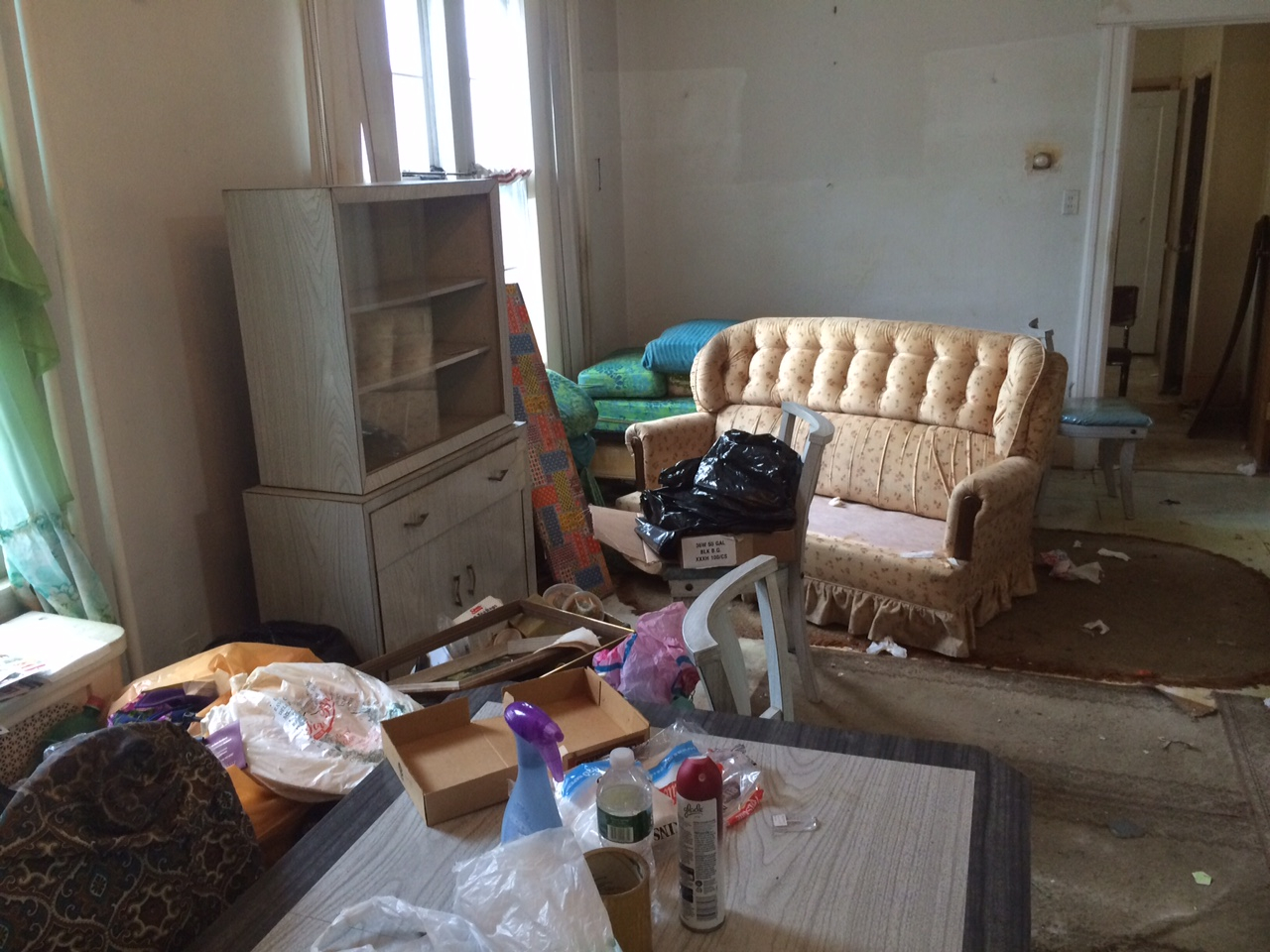SOFA COUCH REMOVAL Sofabed Pick Up In Queens NY - Sofa removal nyc