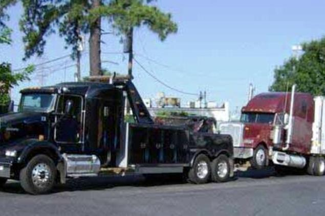 Semi Trailer Towing Services and Cost Omaha, NE | 724 Towing Service Omaha