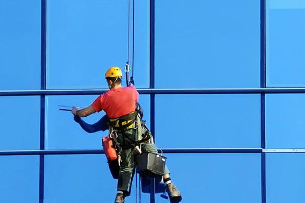 Professional Building Window Cleaning Service in Omaha NE │Price Cleaning Services Omaha