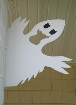 Easy DIY Halloween Ghost Decoration. www.DIYeasycrafts.com