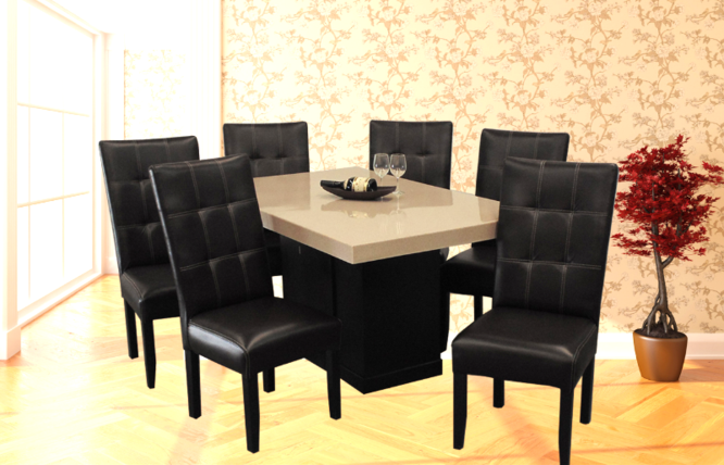 Muebles De Comedor Con La Mesa De Vidrio Y Sillas De Colores