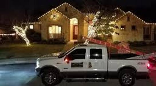Why choose LINCOLN HANDYMAN SERVICES for my Christmas lights installation?