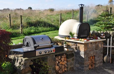 Outdoor Pizza Oven and BBQ