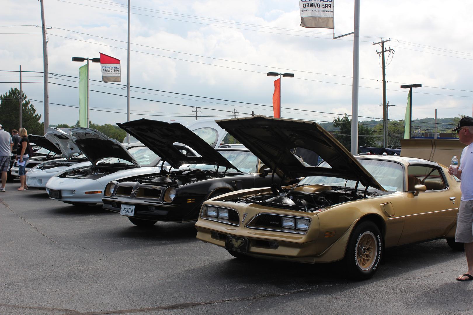 Toth All Pontiac Show - Toth buick car show