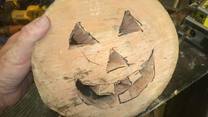 How to make beautiful Halloween pumpkin decorations from firewood logs. Easy step by step instructions. www.DIYeasycrafts.com