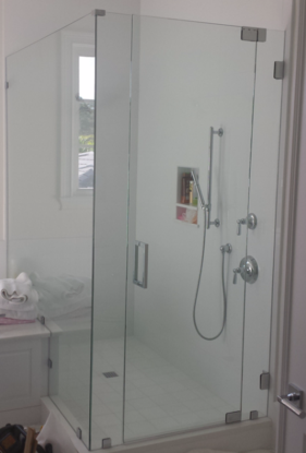Frameless Shower on Pivots