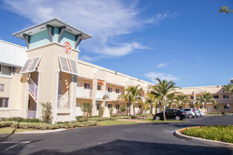 1   2 bedroom apartments in an amazing central Boca Raton location   Adjacent to Boca Raton Middle School  within walking distance to FAU and Boca  Raton High. Meadow Reach Apartments in Boca Raton  Fl