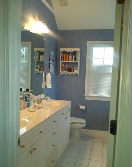 Outdated bathroom before renovation