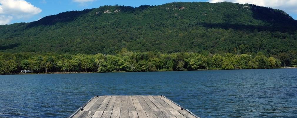 Tennessee river gorge island cabin hales bar nickajack for Fishing cabins in tennessee
