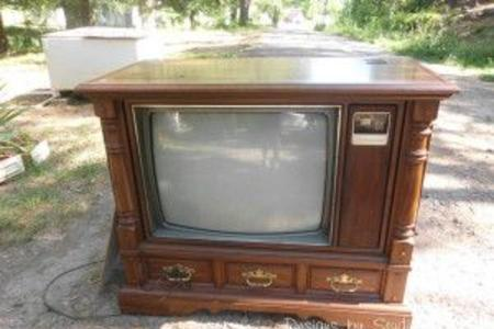 Trustworthy Television Removal Services in Lincoln NE | LNK Junk Removal