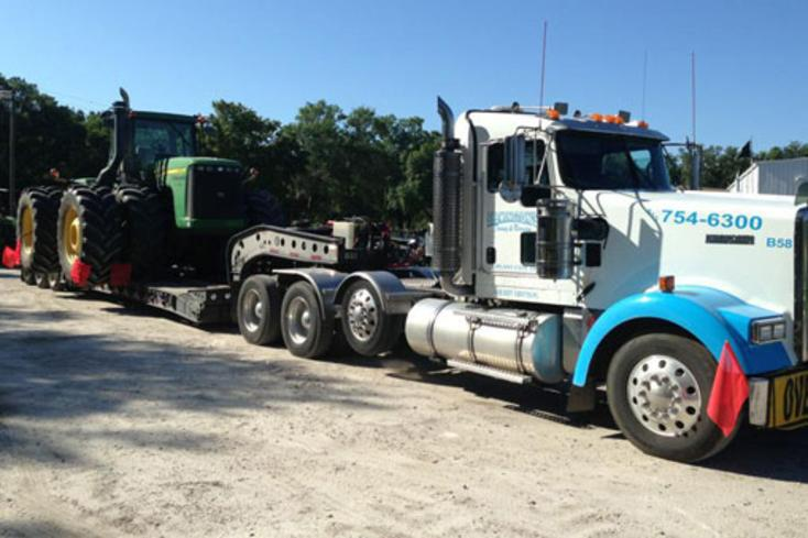 Tractor Towing Services in Omaha NE | 724 Towing Services Omaha
