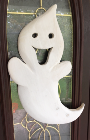 How to make a carved wood Ghost Halloween decoration. www.DIYeasycrafts.com