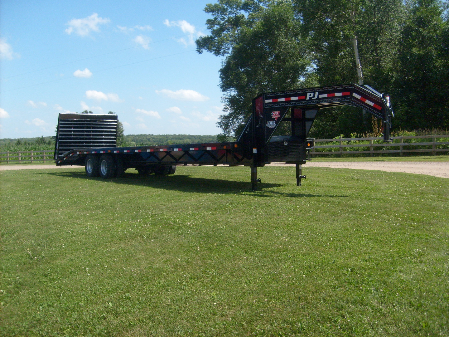 Flatdeck Hydraulic Tails Power Deck Trailer Wiring Diagram Pj Offers A Few Trailers With Hydraulically Controlled Dovetails Why Break Your Back Lifting Ramps When You Can Simply Push Button