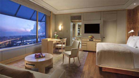 5 star luxury hotel near Marina Bay Singapore with views of Marina Bay