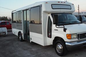 Shuttle Bus Ford E450