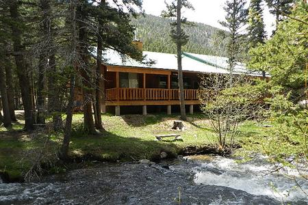 Luxury Red River Vacation Rental on the River- Big Elk Horn Lodge