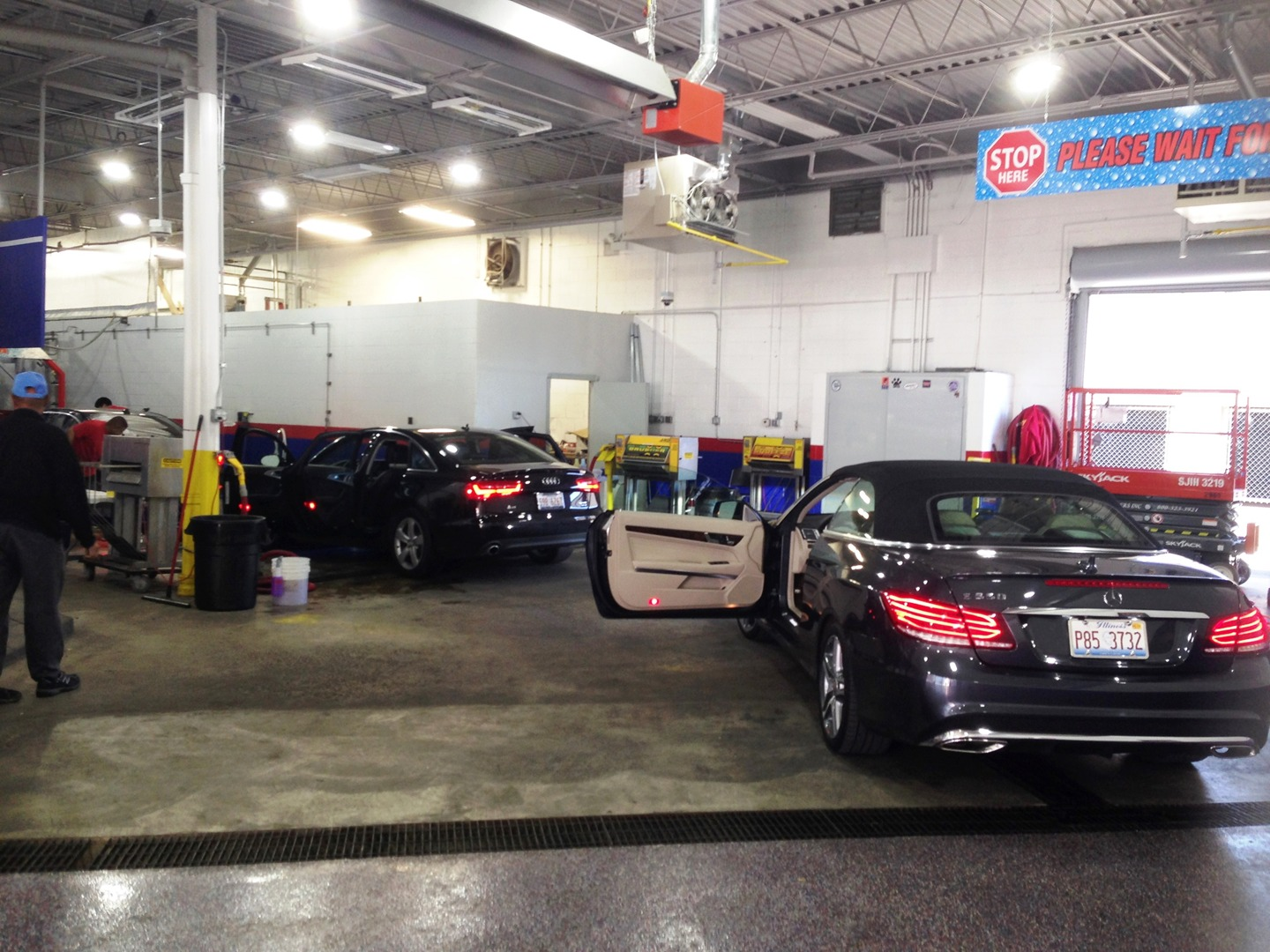 Car wash auto detailing white glove car wash chicago il we are committed to washing cars its the only thing we do here most importantly is providing you service with honesty quality and value solutioingenieria Images