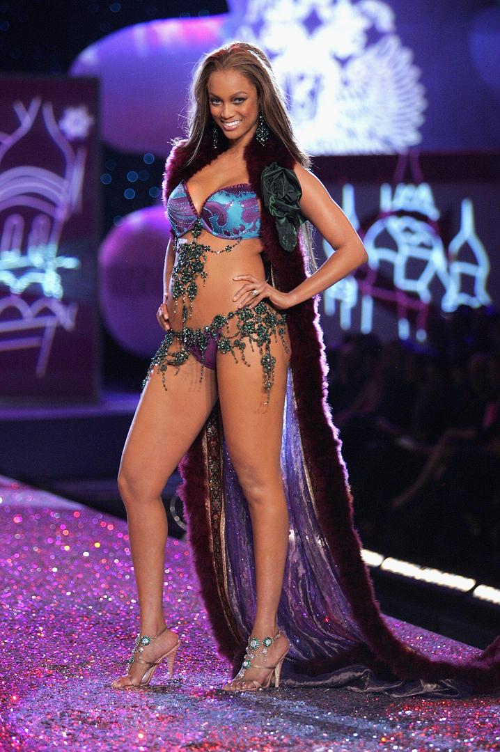 Tyra legs. Tyra Banks Hot Topless Sexy Feet Bikini