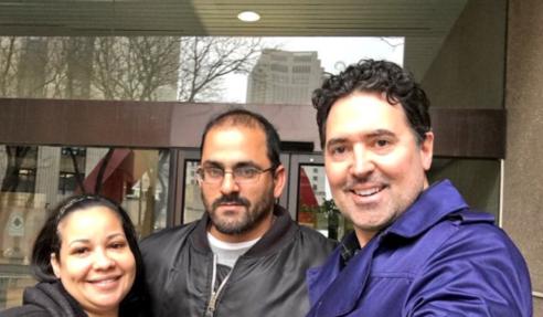 Patrick Merrick y cliente Reinaldo Plaza