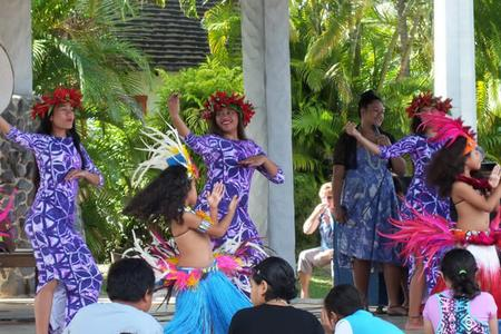 Local Cook Islands dancers
