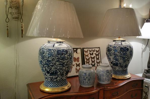 blue and white porcelin chinese antique authentic accents chinese oriental ralph lauren gold leaf bases ginger jars