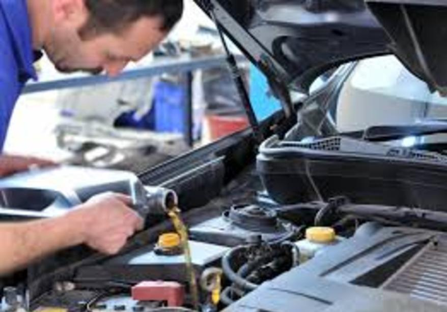 Mobile Oil Change Services and Cost in Omaha| FX Mobile Mechanic Services