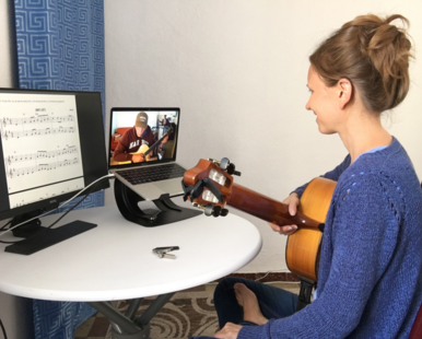 Visitors who take classical guitar lessons in Seville can continue their studies online