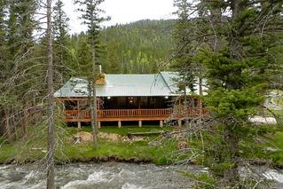 dog views log from rentals rental on farm friendly cabin lazy this cabins bear parkdale christmas valley