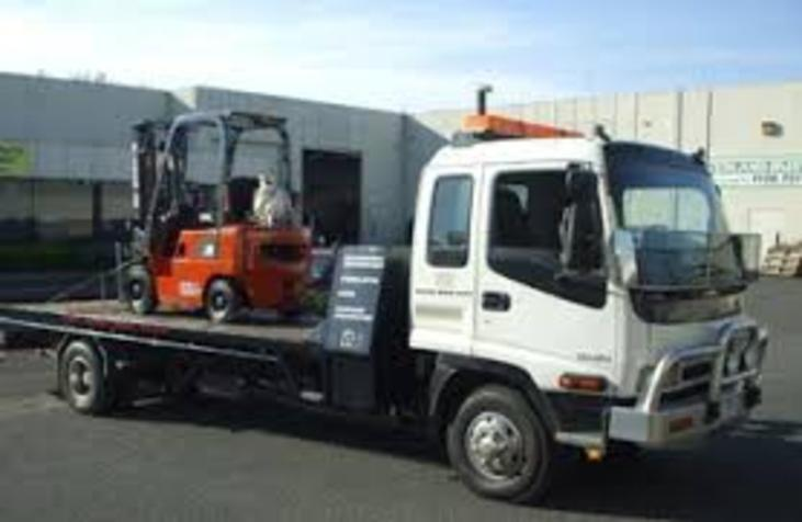 Forklift Towing Services in Omaha NE | 724 Towing Services Omaha