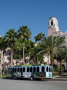 Picture of the Downtown Looper Trolley in front of the Vinnoy Hotel