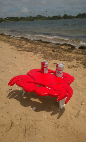 DIY Crab shaped beach folding table. Check out all of our Nautical and beach decor DIY projects. www.DIYeasycrafts.com