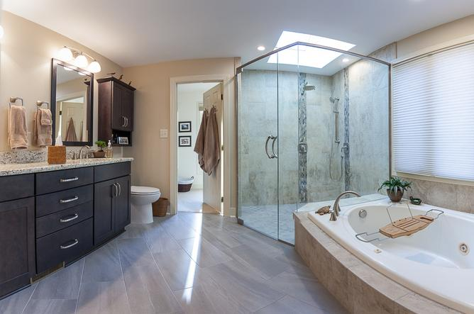Zero clearance shower with large skylight