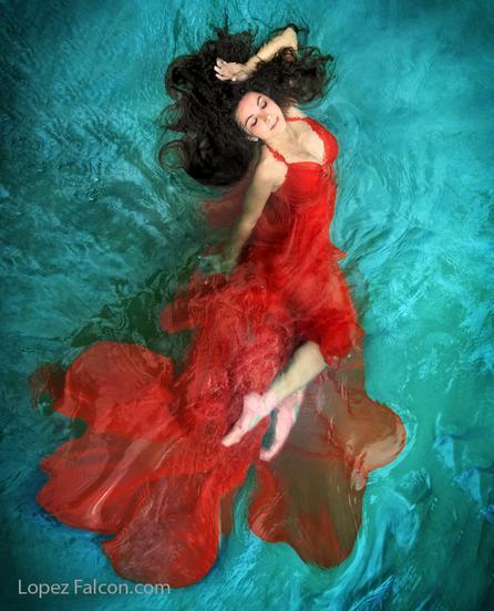 River Photo Shoot Ideas: Underwater Quinces