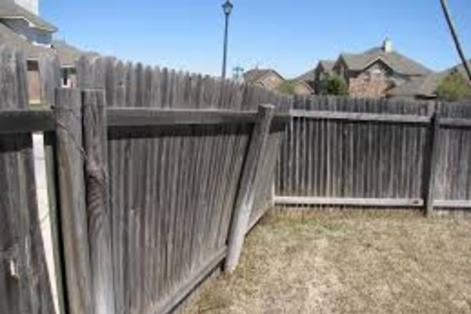 Wood Metal Iron Fence Removal Fence Dismantling Fence Disposal Fence Deck Haul Away Service And Costs 2018 | Omaha NE | Omaha Junk Disposal