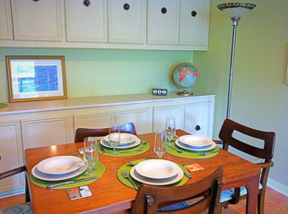 The dining room of Blan's House, a furnished, short-term, 3-bedroom corporate rental house in Victoria TX
