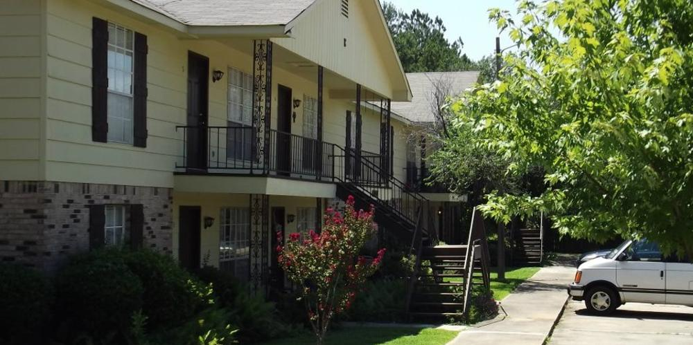 College Place Apartments Clinton Ms