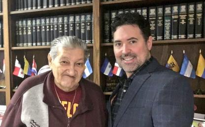 Patrick Merrick y cliente Angel Valle